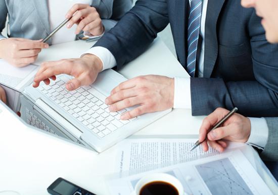 ビジネスコミュニケーション能力の実践的な教育環境「コミュトレ」